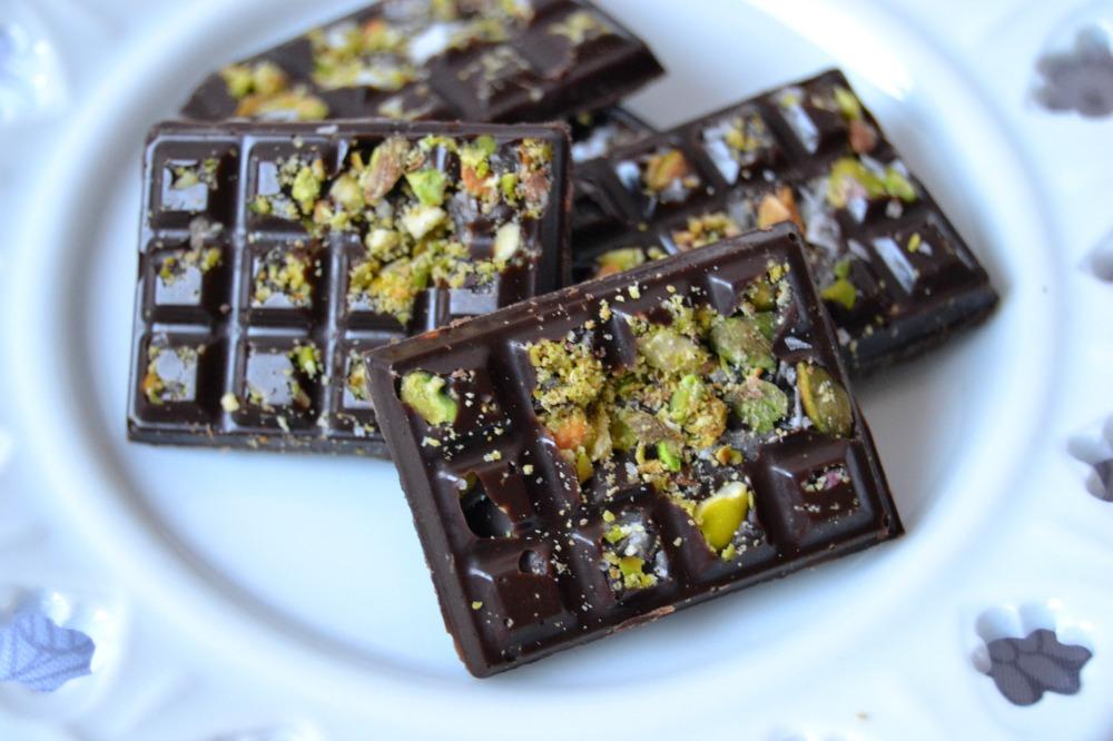 Chocolatinas con pistacho y sal